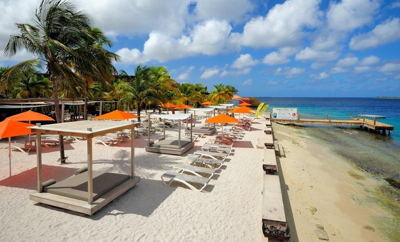 bonaire-eden-beach-sunbeds